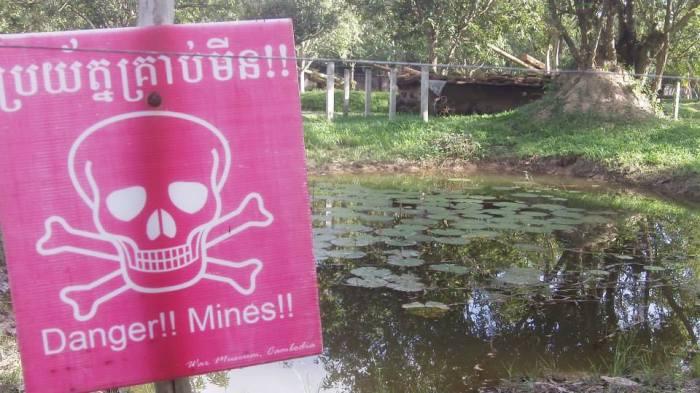 Idylle, die trügt. So sahen nach dem Krieg in Kambodscha noch lange die Wasserlöcher aus. Vermint.